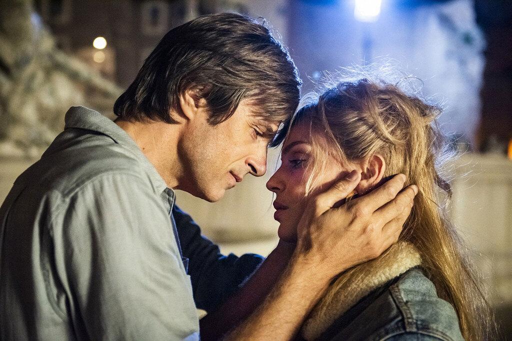 Kim Rossi Stuart e Micaela Ramazzotti in una scena del film Gli anni più belli