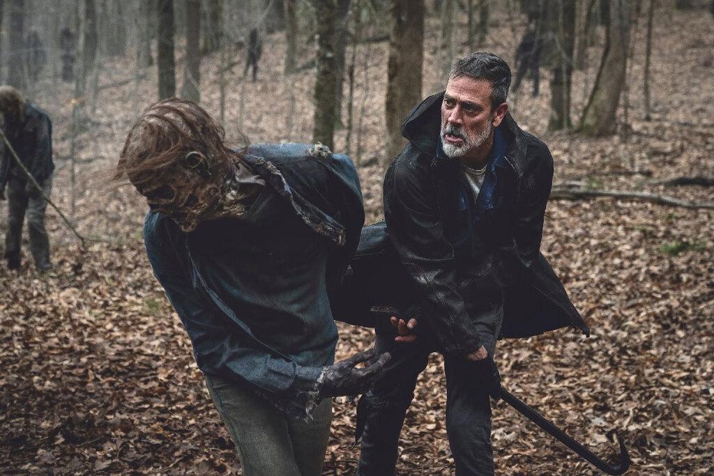 Jeffrey Dean Morgan in una scena di The Walking Dead 11