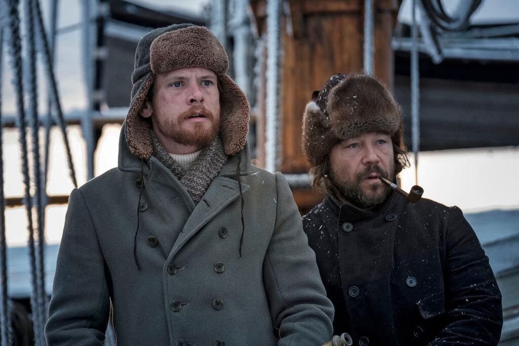 Un primo piano di Jack O'Connell e Stephen Graham nella serie The North Water