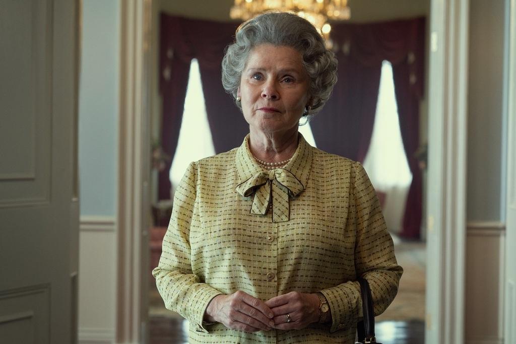 Imelda Staunton è la Regina Elisabetta II in The Crown 5