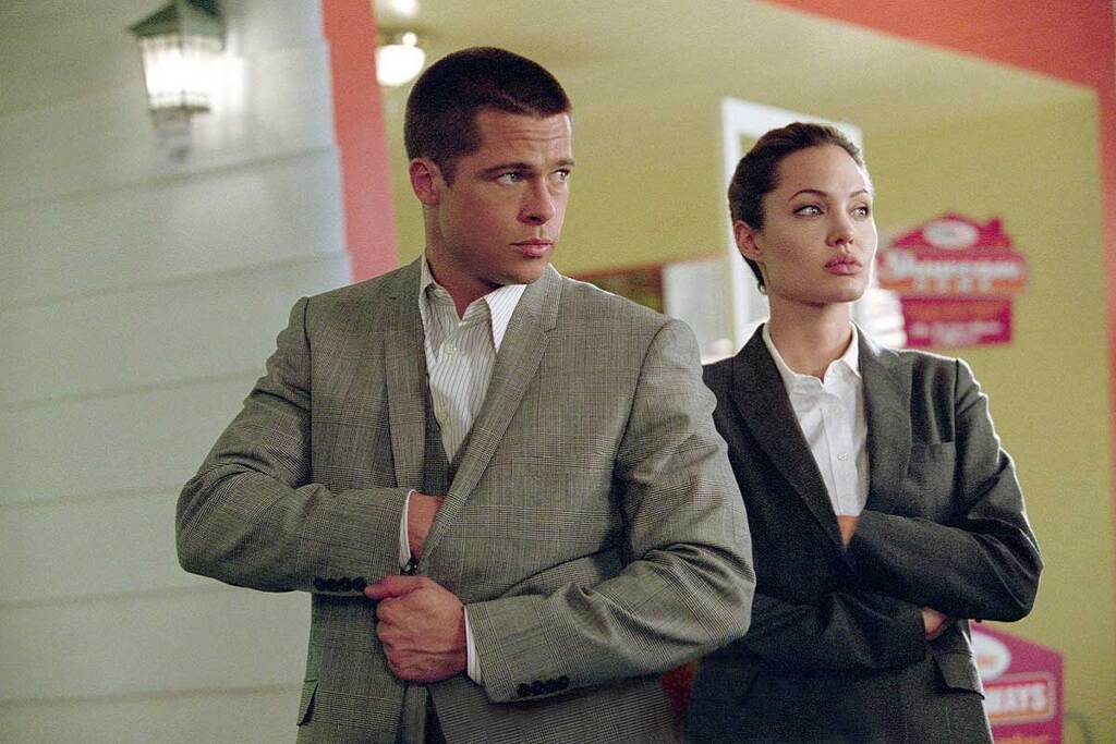 Brad Pitt e Angelina Jolie in una scena del film Mr. & Mrs. Smith