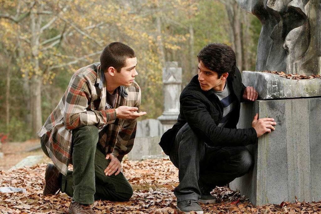 Dylan O'Brien e Tyler Posey in una scena della serie Teen Wolf
