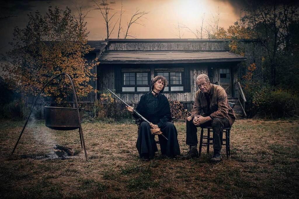 Toni Ellwand e Nigel Bennett in una scena del film The Family