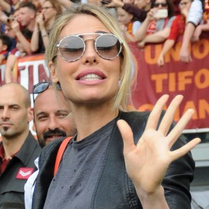 Tapiro D'oro a Ilary Blasi per il pensionamento di Francesco Totti