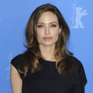 Angelina Jolie lascia i figli a Brad Pitt in occasione della Festa del Papà