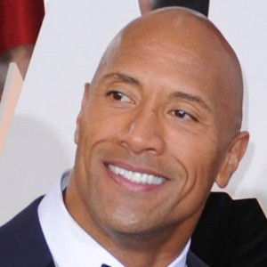 "Dwayne ""The Rock"" Johnson fa un regalo al suo stuntman e l'uomo scoppia a piangere: ecco il video"