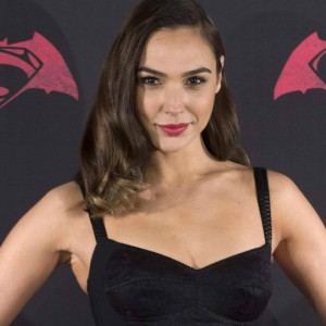 Red Notice, Gal Gadot nell'heist movie con Dwayne Johnson?