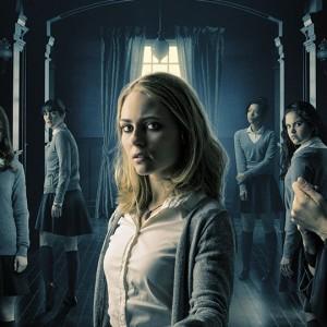 Dark Hall: Uma Thurman incute timore nel trailer del thriller sovrannaturale