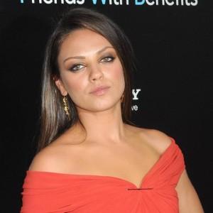 """""""Amici di letto"""" con Mila Kunis e Justin Timberlake: nel cast anche un volto di Dharma & Gregg..."""