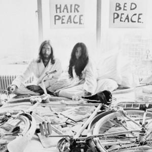 Yoko Ono è una delle artiste più pagate al mondo. Ecco a quanto ammonta il suo patrimonio